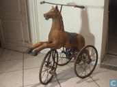 Driewieler in de vorm van een paard