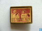 Pins and buttons - Royal house - Beatrix en Claus 1966 (in frame)