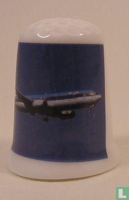 KLM bedrukt op een porselein vingerhoedje