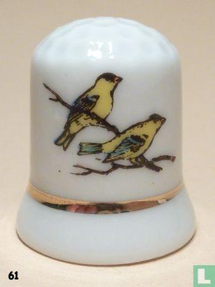 2  Gele vogels op tak