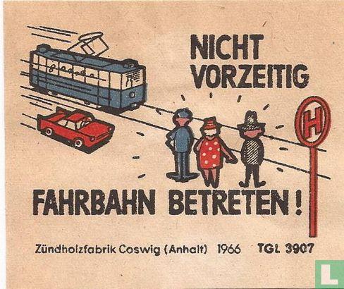 Nicht vorzeitig Fahrbahn betreten!
