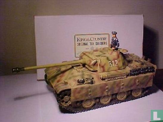 PANTHER AUSF G WITH COMMANDER  IN Normandy colour camouflaged
