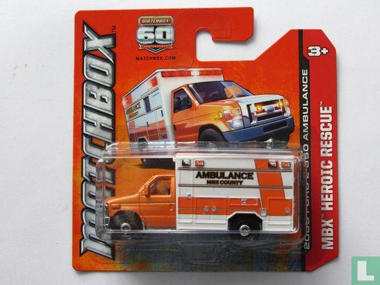 Matchbox Mattel - 2009 Ford E-350 Ambulance