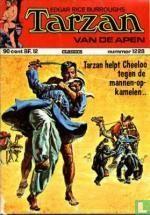 Tarzan helpt Cheelo tegen de mannen-op-kamelen..
