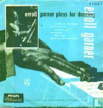 Erroll Garner plays for dancing