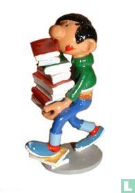 Gaston avec livres