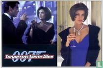 EO 00709 - Tomorrow Never Dies - Bond & Paris