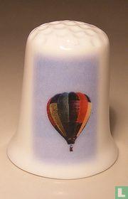 Luchtballon met gekleurde vlakken vingerhoedje