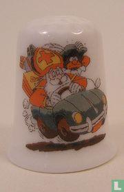 Sinterklaas in een auto op een porselein vingerhoedje