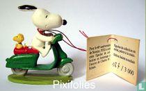 Snoopy en scooter