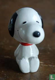 Snoopy bobblehead sitting