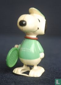 Snoopy plays tennis