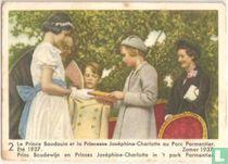 Prins Boudewijn en Prinses Joséphine-Charlotte in 't park Parmentier. Zomer 1937