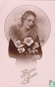 Bonne Année - Vrouw met bontjas en bloemen