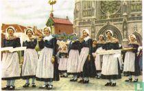 Oostende - De Processie ter Wijding van de Zee. De kapel van O.-L.-Vrouw der Zeelieden en de draagsters van booten