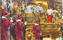 """Bergen - De """"Car d'Or"""" (gouden wagen) met het schrijn van Sinte-Waudru in de Processie"""