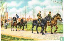 """Lembeek - De """"Marsch"""" van Sint-Veronus, waarin vooral oude uniformen van het Belgisch leger voorkomen"""