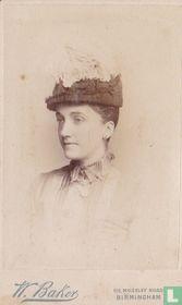 Zijaanzicht van lady met hoed