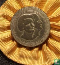 5 mei 1970 Nederland 25 jaar vrij - Koningin Wilhelmina Koningin Juliana (op rozet)