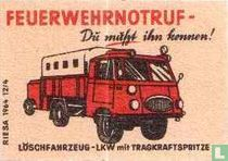 Feuerwehrnotruf - Lkw mit Tragkraft mit spritze