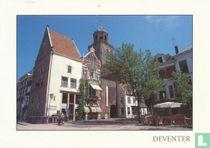 Deventer Nieuwe Markt met Lebuïnuskerk op de achtergrond