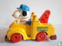 Snoopy in takelwagen