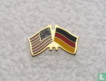Amerikaanse en Duitse vlag