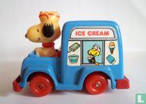 Snoopy in ijswagen