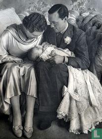 Beatrix op schoot bij Juliana en Bernhard