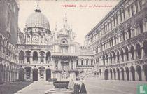 Italia Venezia - Cortile del Palazzo Ducale (Venetië rond 1900)