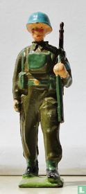 United Nations Infantry, Soldier with gun