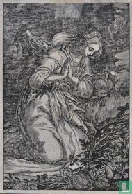Knielende vrouw in het bos