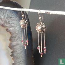 Zilveren oorbellen Zeeuwse knoppen en Granaat steen