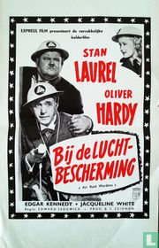 Bij de Luchtbescherming (Air Raid Wardens) - Stan Laurel & Olivier Hardy