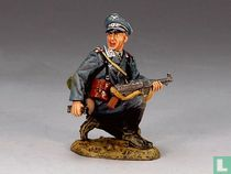 Luftwaffe Field Division, Kneeling Officer