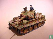 Tiger I Tank plus 2 crew figures