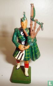 Gorden Highlander Piper