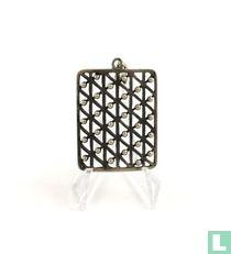 Zilveren hanger, versierd met zilveren knopjes
