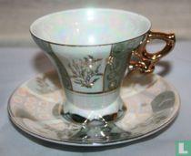Antiek Royal Porzelan, kop en schotel met parelmoer, goud