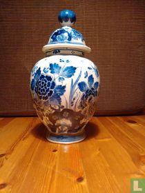 Dekselvaas porceleyne fles 1787