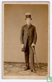 Jongeheer met hoge hoed en paraplu