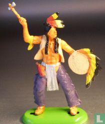 Indiaan met tomahawk en schild