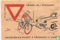 Pozor, dej prednost vozidlum na silnici s prednosti v jizde.