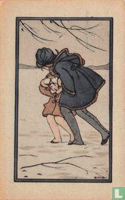 Groot en klein meisje lopen in de sneeuw