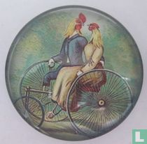 2 kippen op Otto-fiets