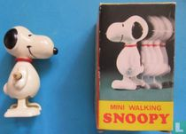 Snoopy - mini -walking.