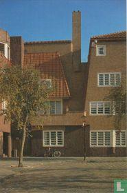 Amsterdamse School architecture: H. Ronnerplein