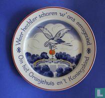 """Sierbord - """"Weer hechter scharen w' ons eensgezind Om het Oranjehuis en 't Koningskind"""""""