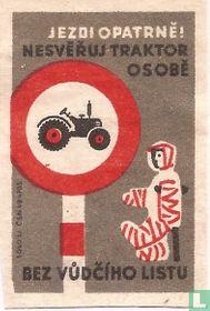 Jezdi opatrne! Nesveruj traktorosobe bez vudciho listu