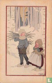 Jongens en meisje sprokkelen hout in bos